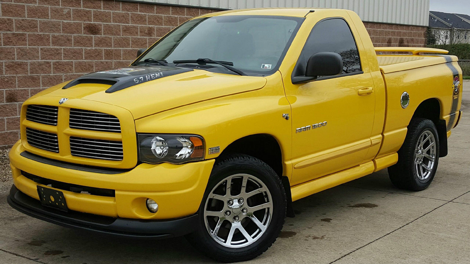 2005 Silverado 1500 >> 2004 Dodge Ram 1500 Rumble Bee (Jeff Pick)
