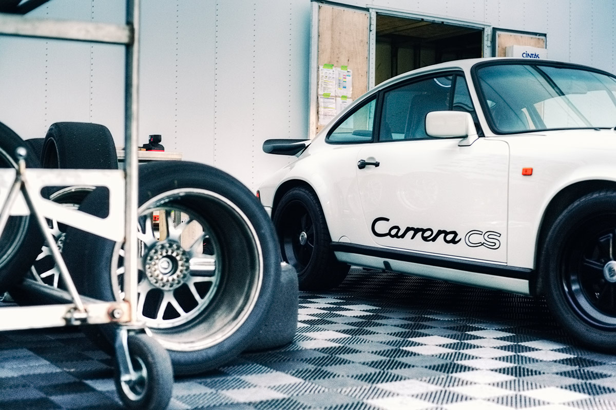 Classic white Porsche 911 Carrera Clubsport car photo