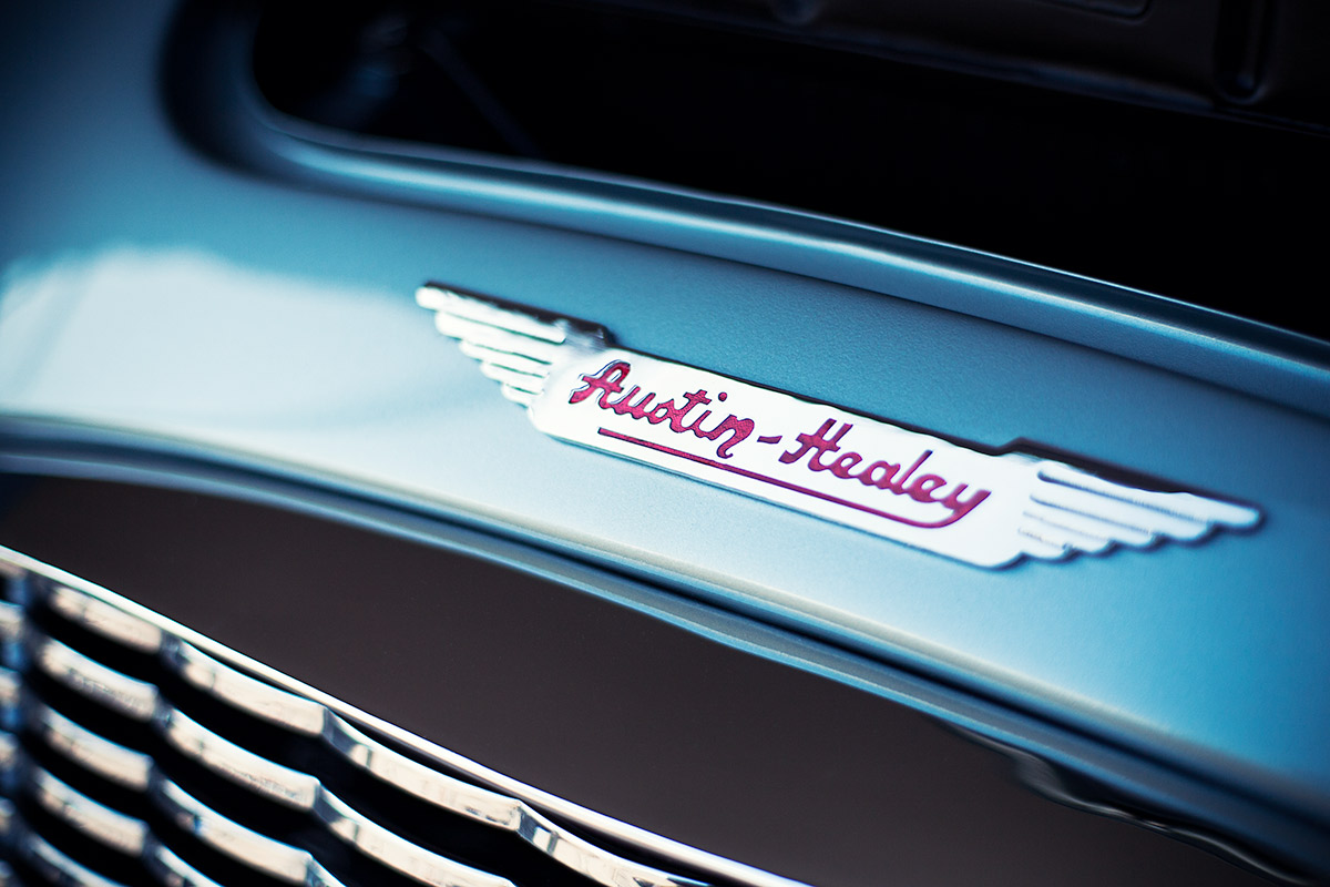 Classic blue Austin Healey 3000 grill wallpaper from Burbbble