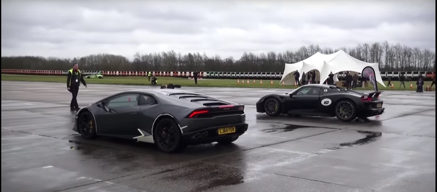 Porsche 918 and a Lamborghini Huracan drag race