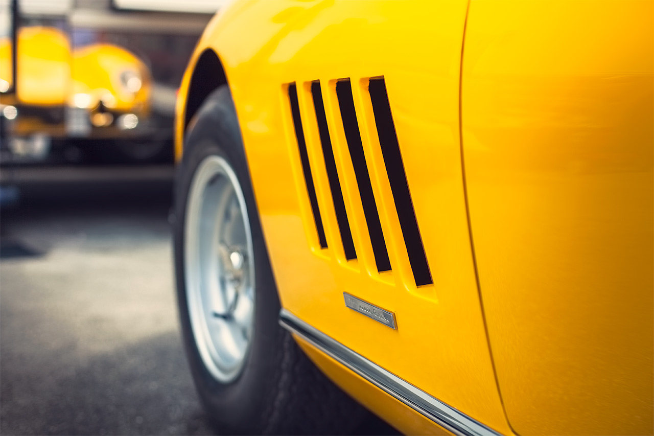 Fly Yellow Ferrari 275 GTB looking in the mirror