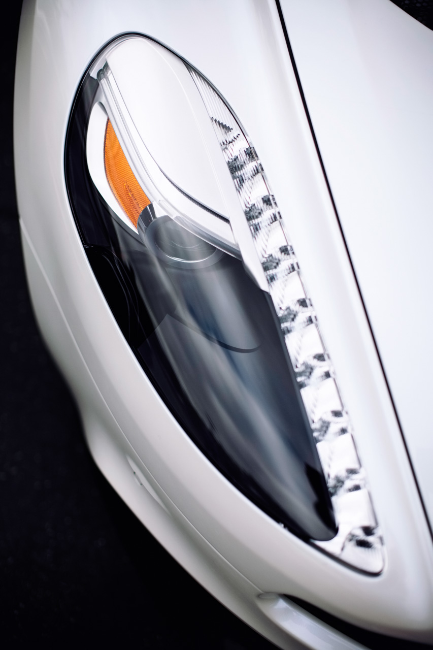 Aston Martin Vanquish Headlight car photo from Burbbble